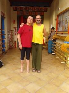 Álex de Sande y el maestro de yoga tibetano Tsering Dordye